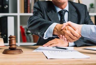 İş Hukuku Avukatı Nedir